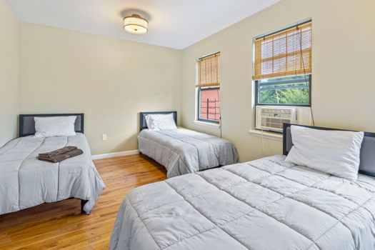 Picture 4 of 4 bedroom Townhouse in Brooklyn