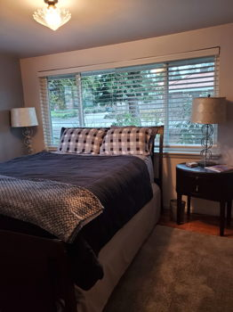 Picture 2 of 4 bedroom House in Seattle