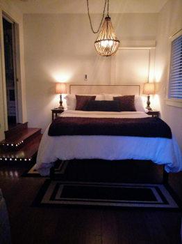 Picture 4 of 1 bedroom House in Kirkland