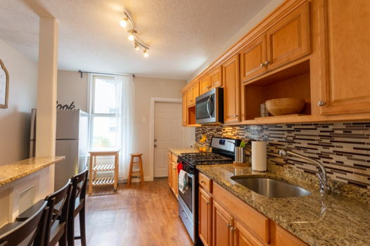 Picture 2 of 3 bedroom Apartment in Jersey City