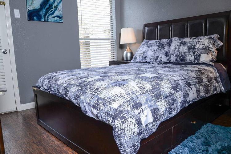 Bedroom 8i55gg photo thumbnail