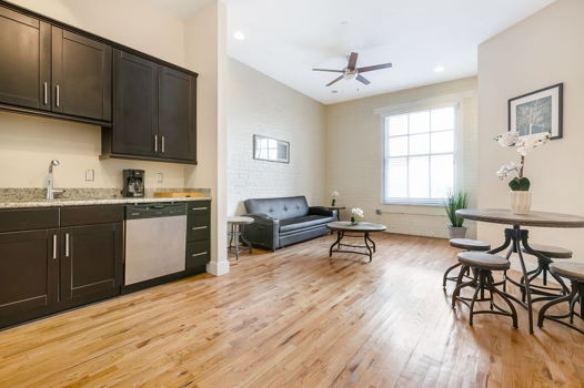 Picture 1 of 1 bedroom Condo in New Orleans