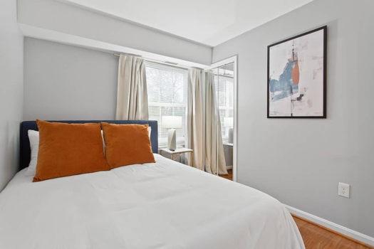 Picture 5 of 3 bedroom Condo in Alexandria