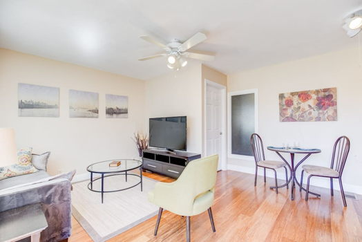 Picture 1 of 1 bedroom Apartment in Redwood City