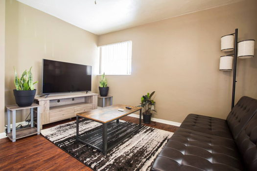 Picture 1 of 1 bedroom House in Hollywood