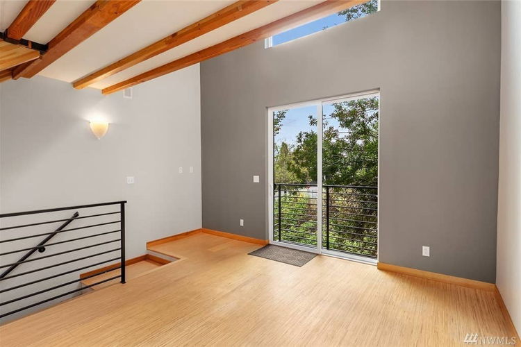 Picture 3 of 2 bedroom Townhouse in Seattle
