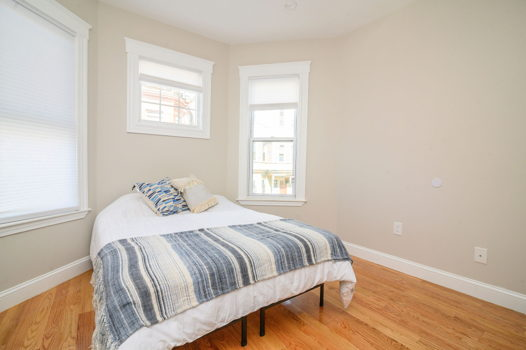 Picture 3 of 5 bedroom Apartment in Boston