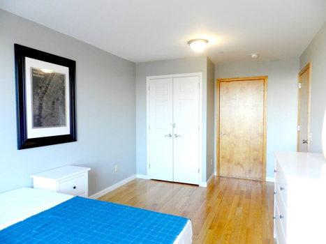 Picture 26 of 3 bedroom Condo in Queens