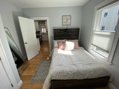 Picture 10 of 3 bedroom Condo in Boston