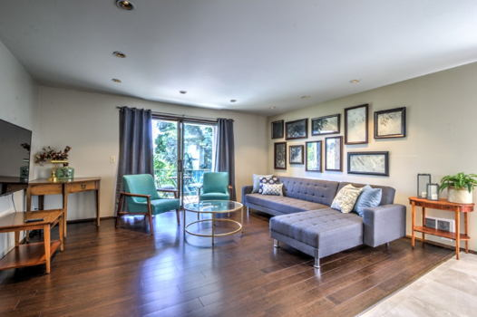 Picture 3 of 2 bedroom Condo in Seattle