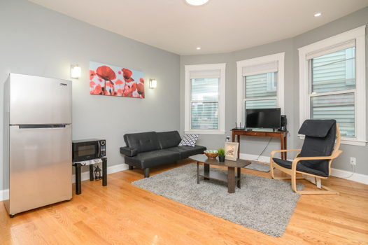 Picture 2 of 5 bedroom Apartment in Boston